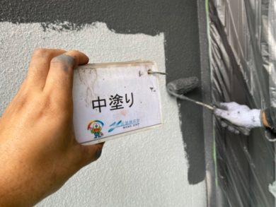 奈良大和高田市O様邸 外壁塗装・屋根塗装・防水工事 外壁塗装中塗り