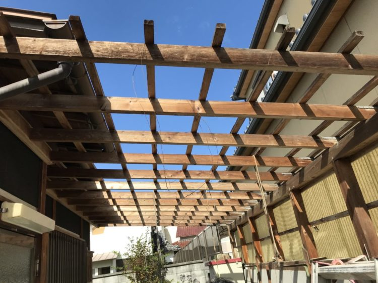奈良の香芝市の株式会社ヨネヤの外壁塗装と屋根塗装の波板交換①