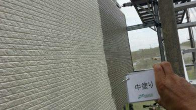 奈良大和高田市Y様 外壁塗装・屋根塗装・ベランダ防水工事 外壁塗装中塗り