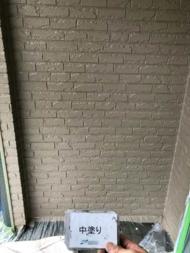 奈良橿原市K様 外壁塗装・屋根塗装・ベランダ防水工事 外壁塗装中塗り