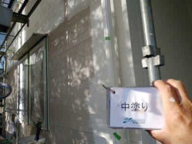 奈良生駒市M様邸 外壁塗装・屋根塗装・外塀塗装・防水工事 外壁塗装中塗り
