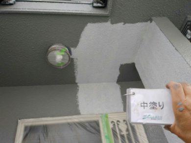 奈良・生駒郡三郷町M様 外壁塗装・屋根塗装 外壁塗装中塗り