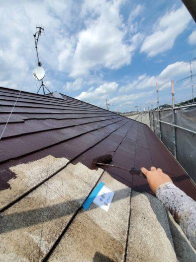 奈良生駒郡三郷町T様邸 外壁塗装・屋根塗装・ベランダ防水工事 屋根塗装中塗り