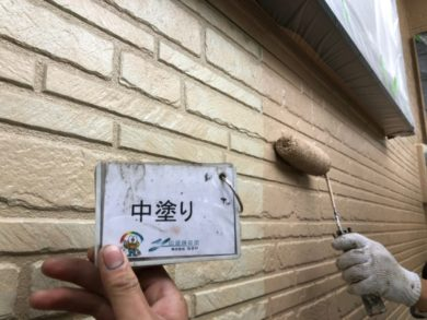 奈良香芝市N様 外壁塗装・屋根塗装・防水工事 外壁塗装中塗り
