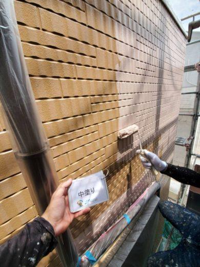 奈良生駒郡三郷町T様邸 外壁塗装・屋根塗装・ベランダ防水工事 外壁塗装中塗り