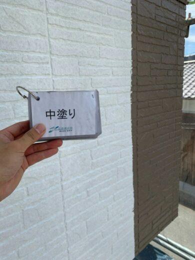 奈良香芝市K様邸 外壁塗装・屋根塗装・防水工事 1F1外壁塗装中塗り