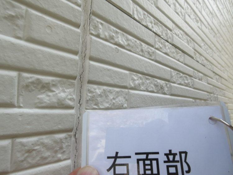 奈良の香芝市の株式会社ヨネヤの外壁塗装と屋根塗装のコーキング①