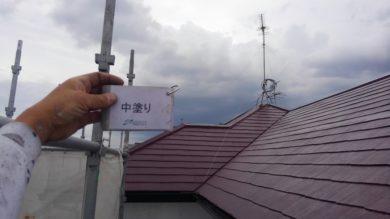 奈良香芝市O様 外壁塗装・屋根塗装・防水工事 屋根塗装中塗り