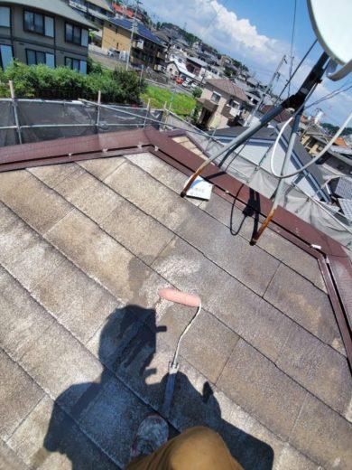 奈良生駒郡三郷町T様邸 外壁塗装・屋根塗装・ベランダ防水工事 屋根塗装下塗り2回目