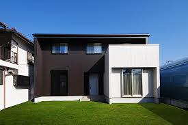 奈良の香芝市の株式会社ヨネヤの外壁塗装と屋根塗装の茶色と白の外壁塗装を行ったお家の画像