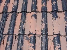 奈良の香芝市の株式会社ヨネヤの外壁塗装と屋根塗装のモニエル瓦の塗膜が剥がれている画像