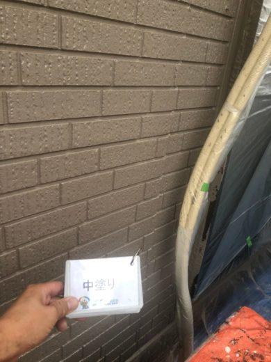 奈良香芝市I様 外壁塗装工事 外壁塗装中塗り